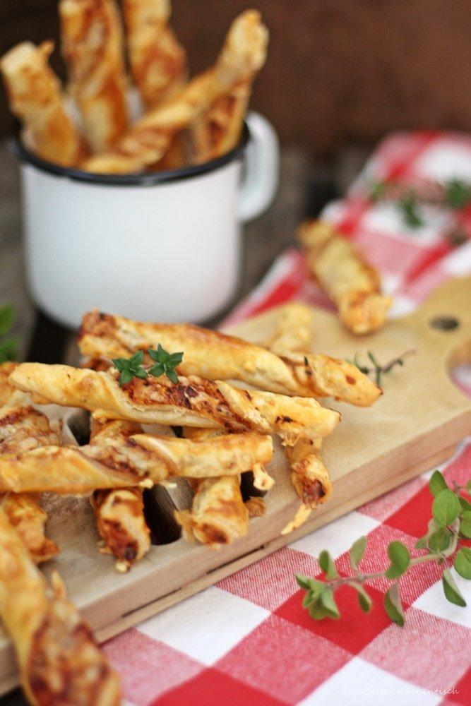Proviant für den Rucksack, Pizzablätterteigstangen, Blätterteig, Urlaubshappen