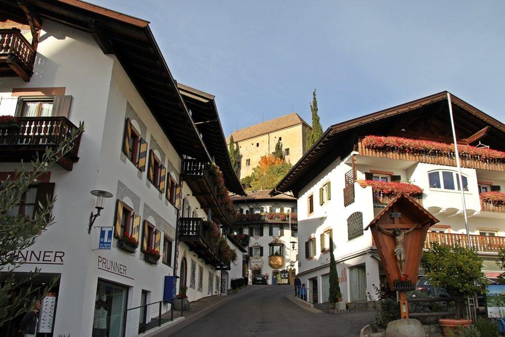 Schenna, Marktplatz, Wandern, Törggelen