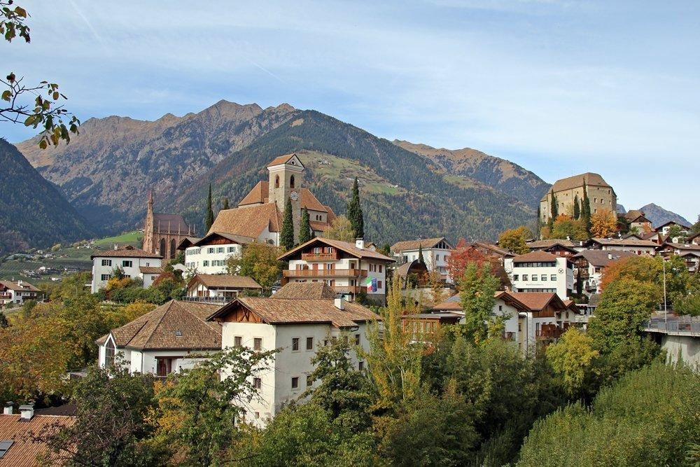 Blick auf Ortskern Schenna, Südtirol