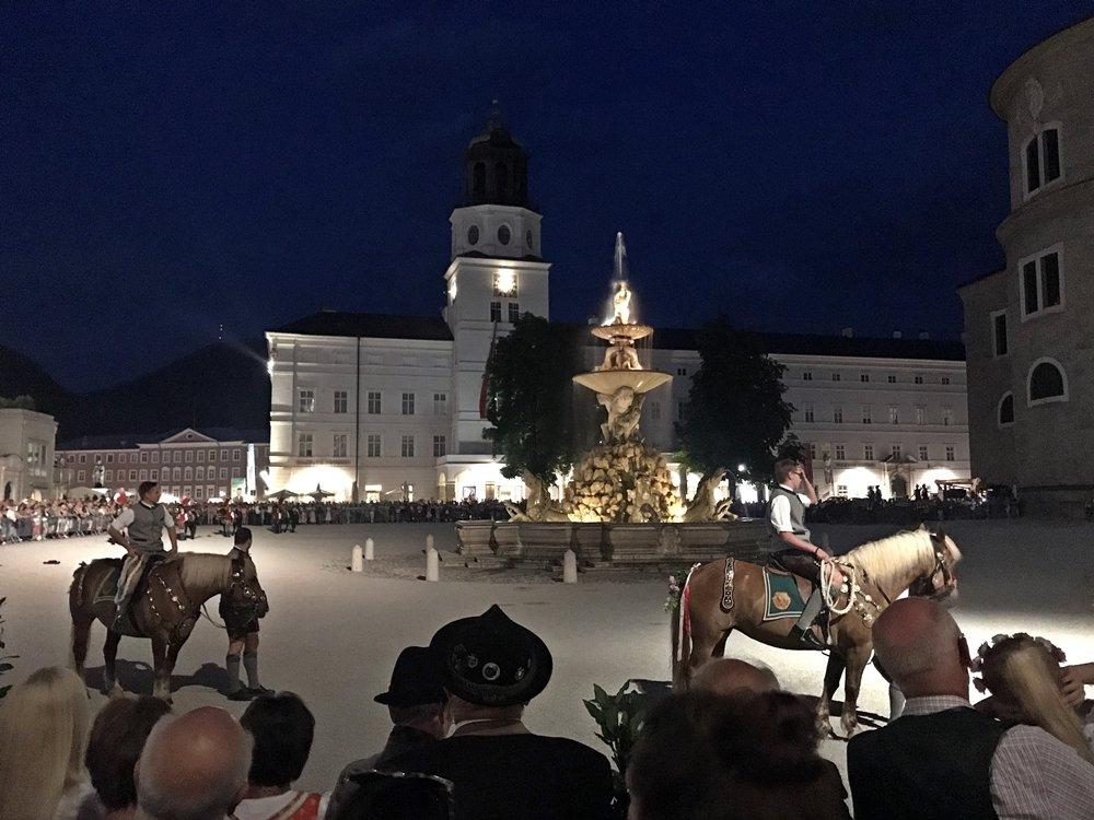 Festspiele in Salzburg, Fest der Festspieleröffnung, Brauchtum