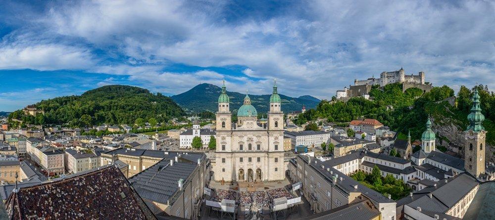 Blick auf die Jedermann-Bühne in Salzburg von oben