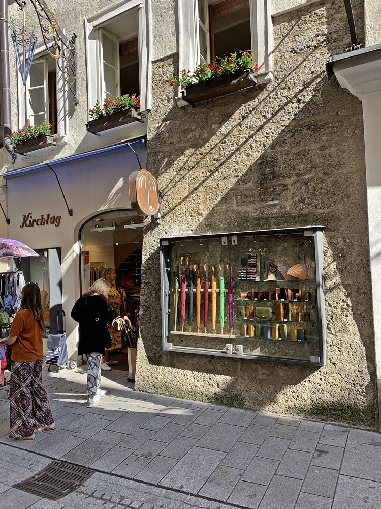 Eingang zur Manufaktur Kirchtag in Salzburg