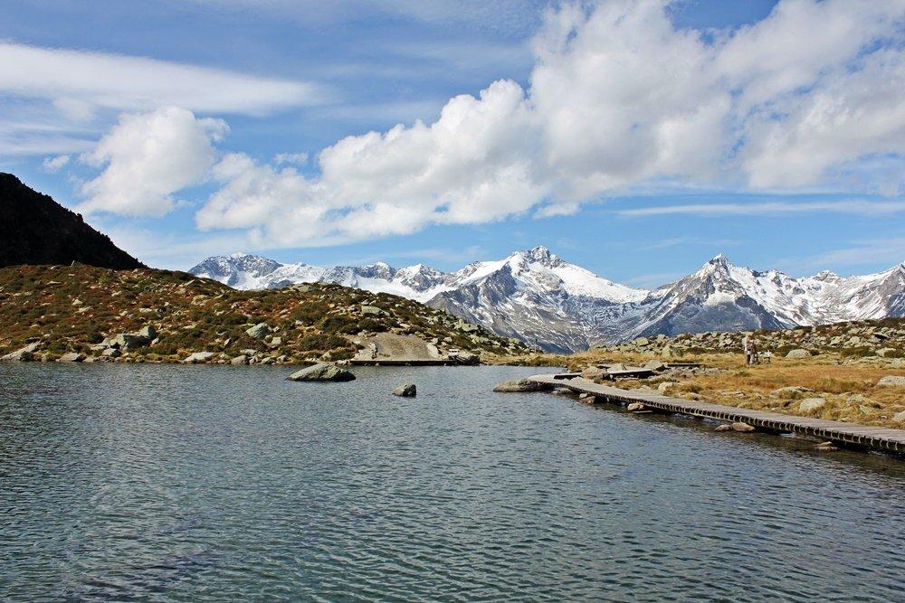 Blick über den Klaussee auf die Zillertaler Alpen, Wanderung zum Klaussee, Tauferer Ahrntal