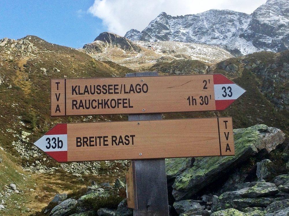 Hinweisschilder auf Wanderung zum Klaussee, Tauferer Ahrntal, Klausberg