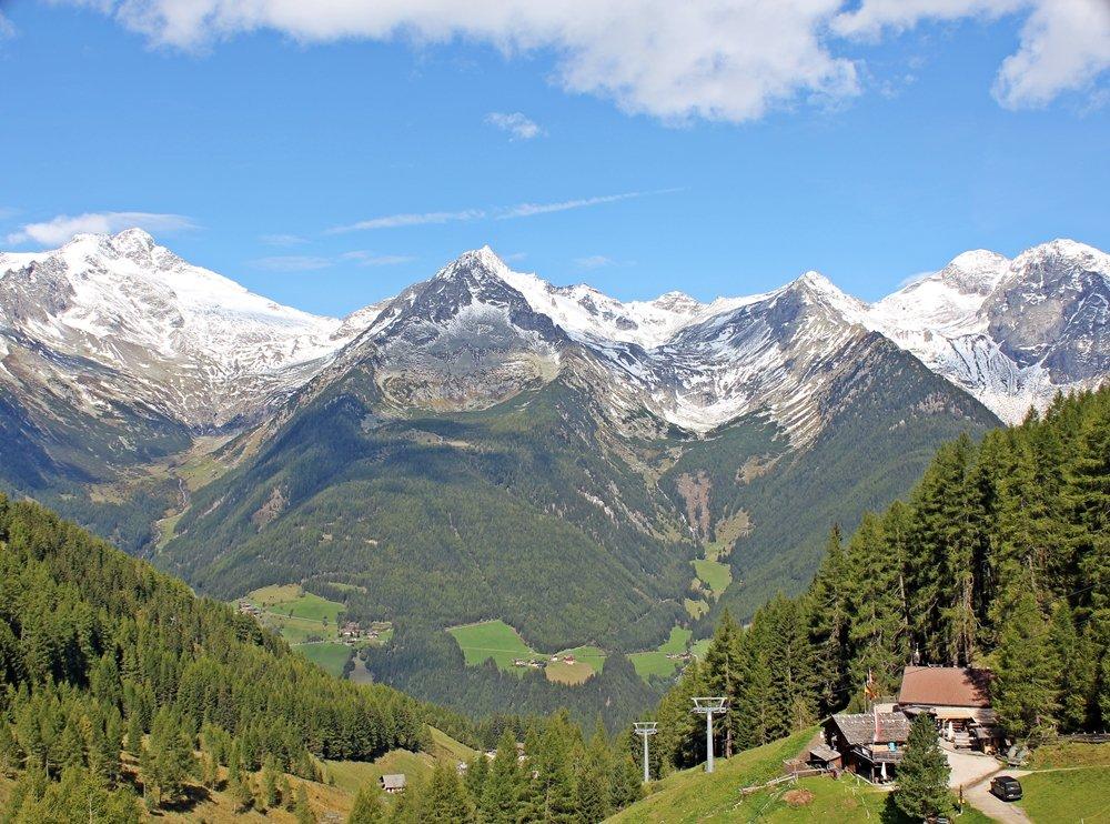 Blick auf Speck-und Schnapsalm, urige Almhütte auf der Wanderung zum Klaussee, Tauferer Ahrntal