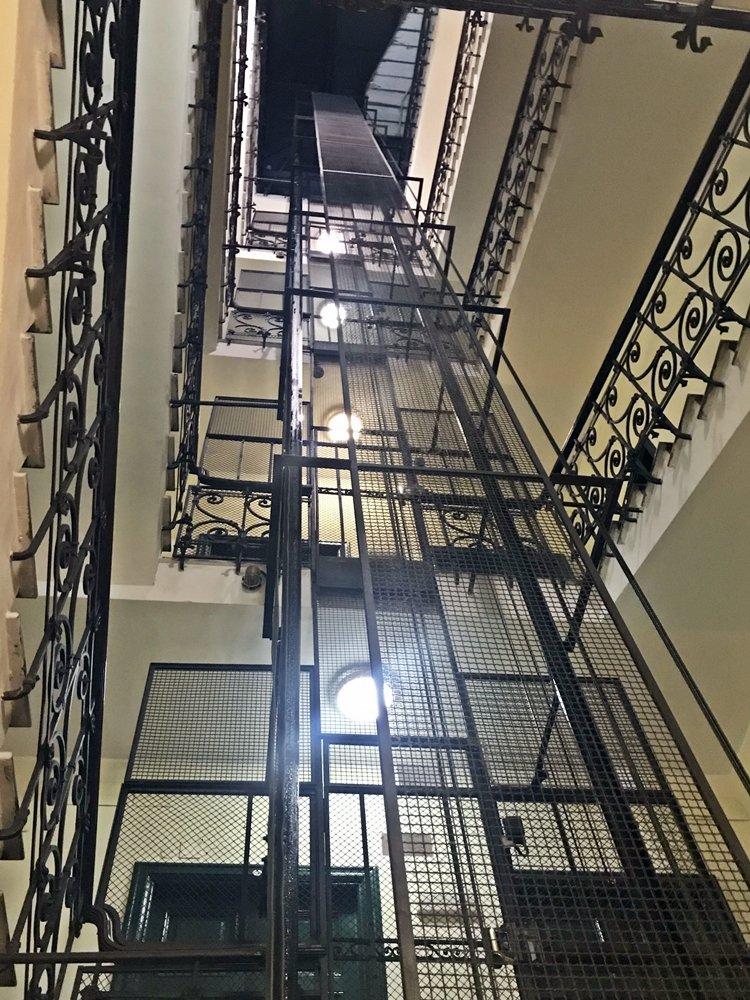 Aufzug Treppenhaus, Upper Suites,