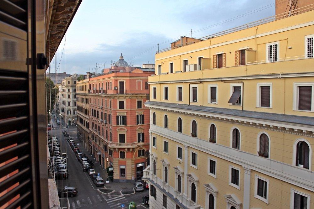 Blick vom Balkon auf Via Otranto und Vatikan in Rom, Tipp für Bed & Breakfast in Rom, The Upper Suites
