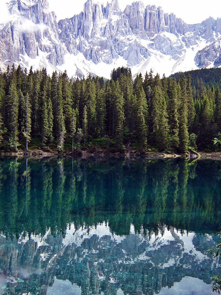 Was sollte man in Südtirol gemacht haben? Die Abendstille am Karersee genießen