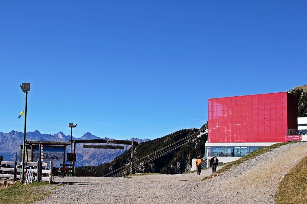 Was sollte man in Südtirol gemacht haben? Mit der Bergbahn Meran 2000 fahren, das solltet ihr in Südtirol gemacht haben